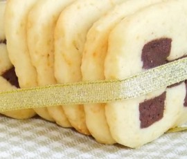 Vanilla or Chocolate or Checkerboard cookies